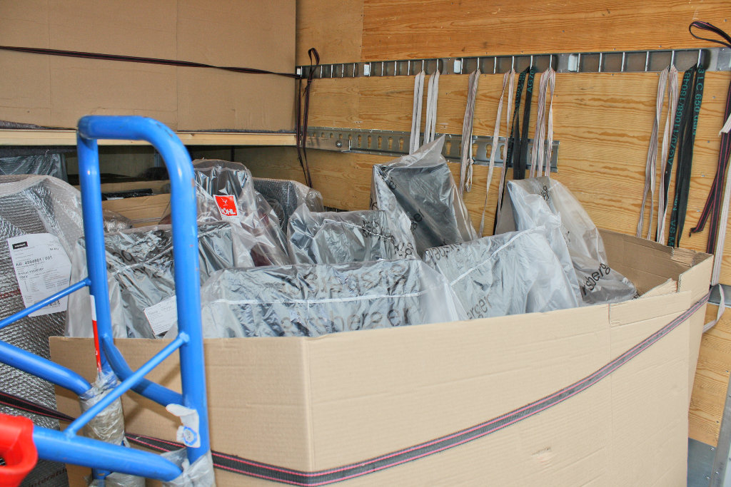 m beltransporte logistik feinverteilung von m beln in. Black Bedroom Furniture Sets. Home Design Ideas